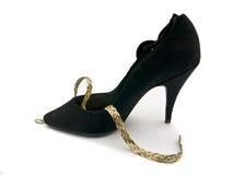 脚跟高珠宝鞋子 免版税库存照片