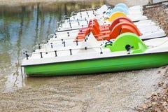 脚蹬小船和放弃在湖 图库摄影