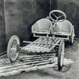 脚蹬汽车的古色古香的摄影没有汽油机的 免版税库存照片