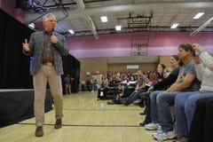 脱口秀主持人格林・贝克在共和党内华达预备会议前介绍美国特德Cruz Campaigns参议员在拉斯维加斯 免版税库存照片