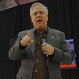 脱口秀主持人格林・贝克在共和党内华达预备会议前介绍美国特德Cruz Campaigns参议员在拉斯维加斯 免版税库存图片