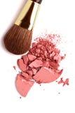 脸红画笔化妆用品被击碎的调色板粉&# 图库摄影