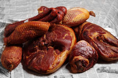 腌火腿、香肠和火腿 免版税库存图片