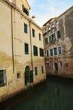 腐朽的墙壁在威尼斯 库存图片