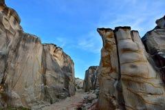 腐朽的花岗岩石头和峡谷 库存照片
