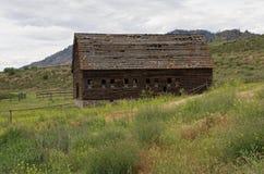 腐朽的被放弃的谷仓, Osooyoos,不列颠哥伦比亚省,加拿大 免版税库存照片