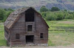 腐朽的被放弃的谷仓, Osooyoos,不列颠哥伦比亚省,加拿大 库存照片