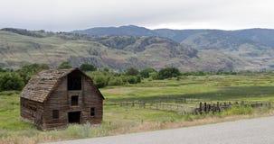 腐朽的被放弃的谷仓, Osooyoos,不列颠哥伦比亚省,加拿大 库存图片