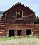 腐朽的被放弃的谷仓, Osooyoos,不列颠哥伦比亚省,加拿大 免版税图库摄影