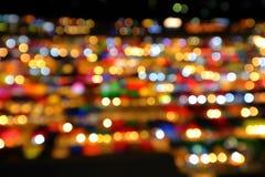 腐烂Fai夜市场bokeh光在曼谷泰国 免版税库存图片