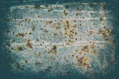 腐蚀损坏的老钢片表面  免版税库存图片