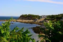 腐蚀的海岸线普利茅斯 免版税库存照片
