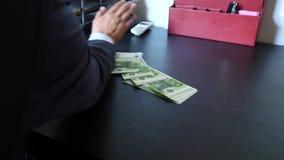 腐败、贿赂和欺骗概念-接近采取金钱的商人 4k,慢动作 股票视频