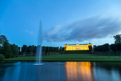 腓特烈斯贝城堡在哥本哈根在夜之前 免版税库存照片