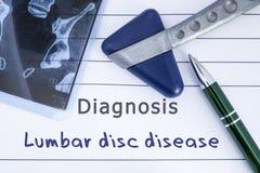 腰部圆盘疾病诊断  医疗健康历史写与腰部圆盘疾病, MRI图象荐骨的脊椎诊断和 免版税库存照片
