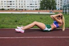 腹肌锻炼 库存图片
