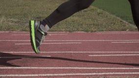 2019?3?2? E r 腿关闭特写镜头运动鞋鞋子锻炼准备赛跑 股票视频