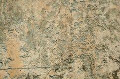 膏药盖的破旧的墙壁用一些切削 库存图片