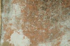 膏药盖的破旧的墙壁用一些切削 库存照片