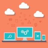 膝上型计算机、台式计算机和智能手机的平的设计传染媒介例证 免版税库存照片