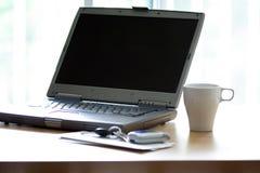 膝上型计算机办公室 免版税库存照片