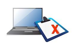 膝上型计算机和剪贴板有xmark的 免版税库存照片