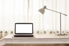 膝上型计算机在屋子里 免版税图库摄影