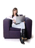 膝上型计算机妇女年轻人 免版税库存照片