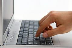 膝上型计算机工作 免版税库存图片