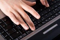 膝上型计算机工作 免版税库存照片