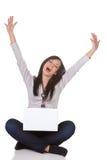 膝上型计算机成功的妇女年轻人 免版税库存图片