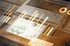 膝上型计算机智能手机片剂笔记本和手表的综合图象 免版税库存图片