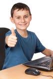 膝上型计算机男小学生 免版税图库摄影