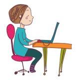 膝上型计算机的微笑的动画片妇女 免版税库存照片