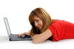 膝上型计算机相当松弛使用妇女 库存图片