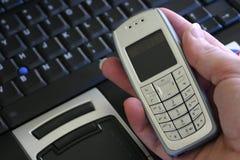 膝上型计算机移动电话 免版税库存照片