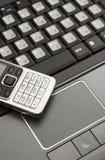 膝上型计算机移动电话 免版税库存图片