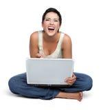 膝上型计算机笑的妇女 免版税库存图片