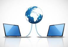 膝上型计算机被连接到互联网 免版税库存图片