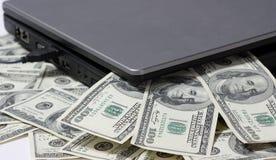膝上型计算机货币 免版税图库摄影