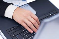 膝上型计算机键入 免版税库存图片