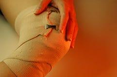 膝盖扭伤了 图库摄影