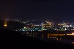 膨胀的中国市龙泉在晚上 免版税库存照片