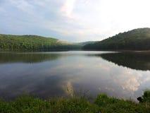 膨胀的湖视图 免版税库存图片
