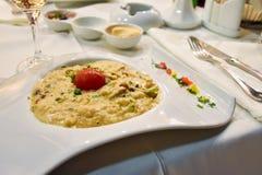 膳食在豪华希腊餐馆 库存照片