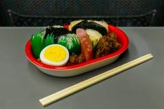 膳食箱子(Bento)在日本高速火车 图库摄影