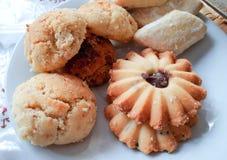 自创一种油脂含量较高的酥饼服务与茶 库存图片