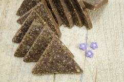 自创三角形状的巧克力甜点 图库摄影