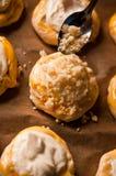 自创乳酪小圆面包 免版税库存图片