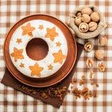 自创传统果子蛋糕和大袋胡说的顶视图 免版税库存图片